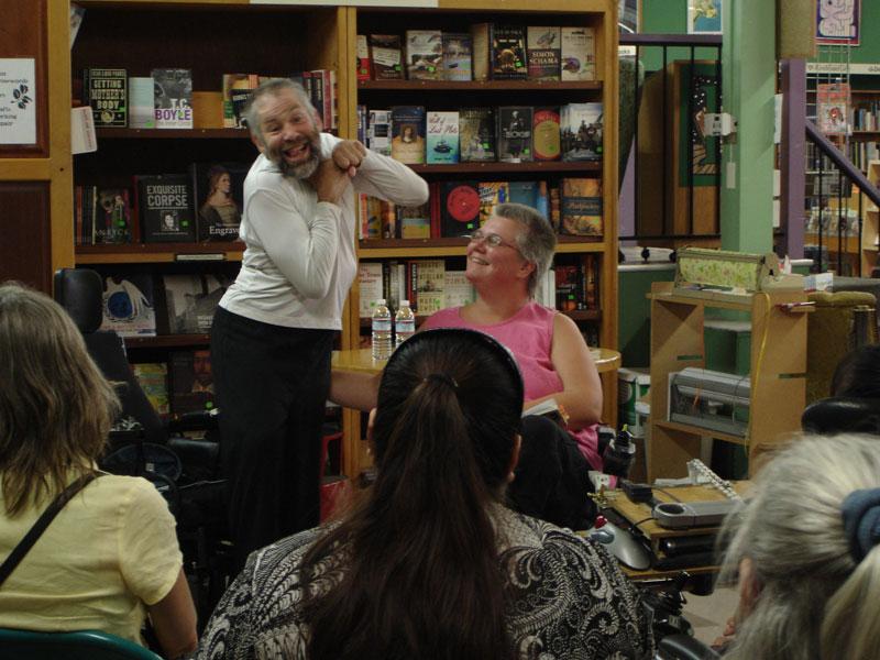 lectura de poesía en Pegasus, Berkeley, más divertido.  Foto: Sadie Wilcox